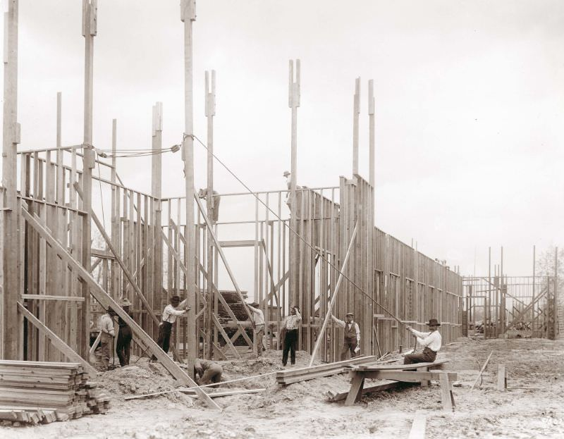 Workers building the Palace of Education for the 1904 World's Fair, 1902