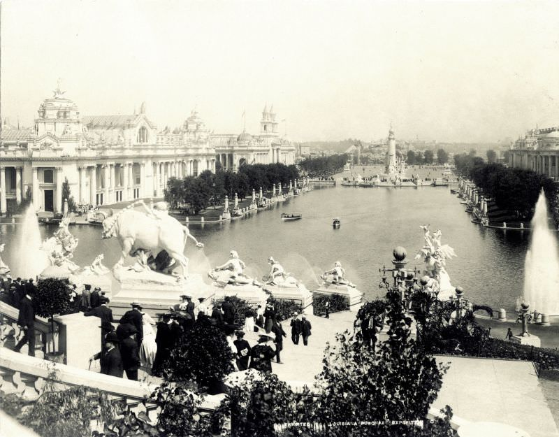 View looking north over the Grand Basin towards the Peace Monument (Louisiana Purchase Monument) at the 1904 World's Fair, 1904