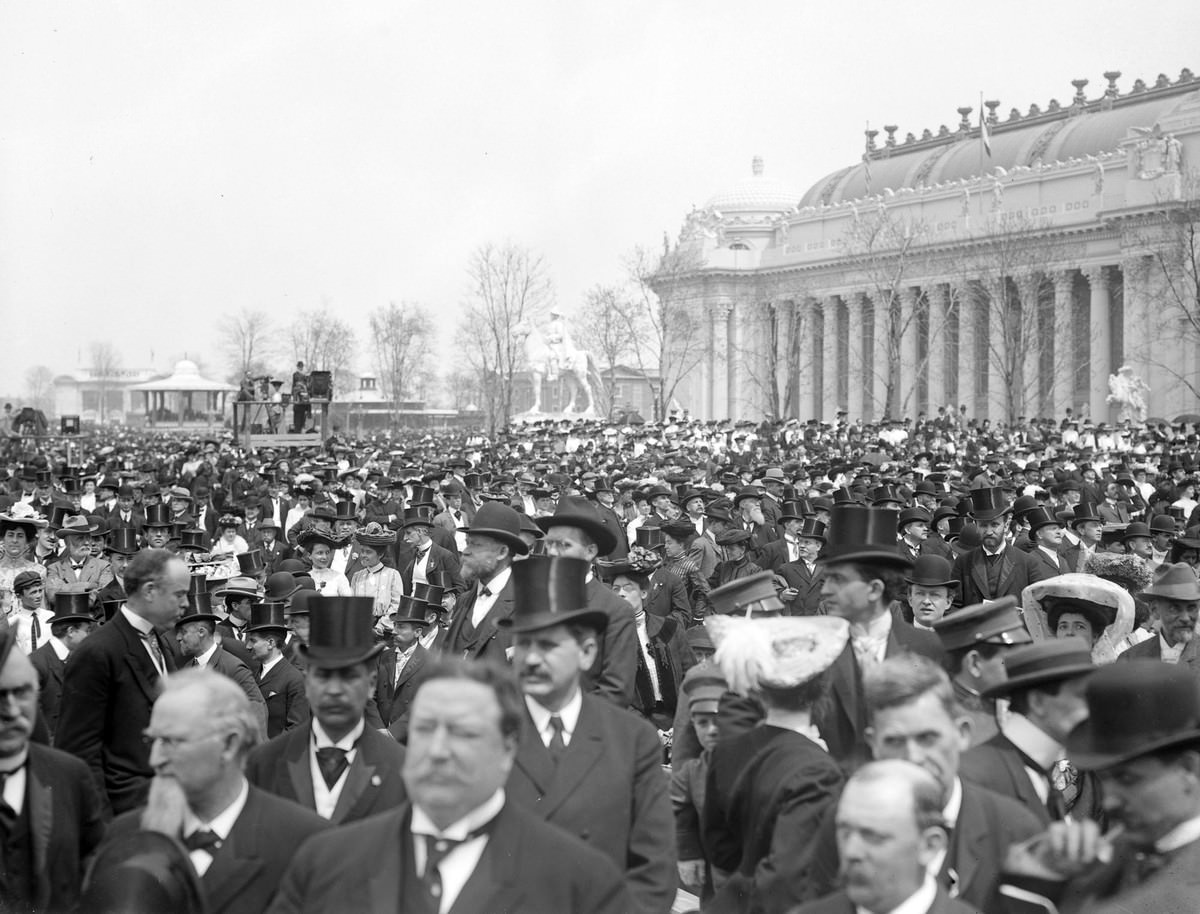 World's Fair opening-day crowds gather, with William Howard Taft in the foreground.