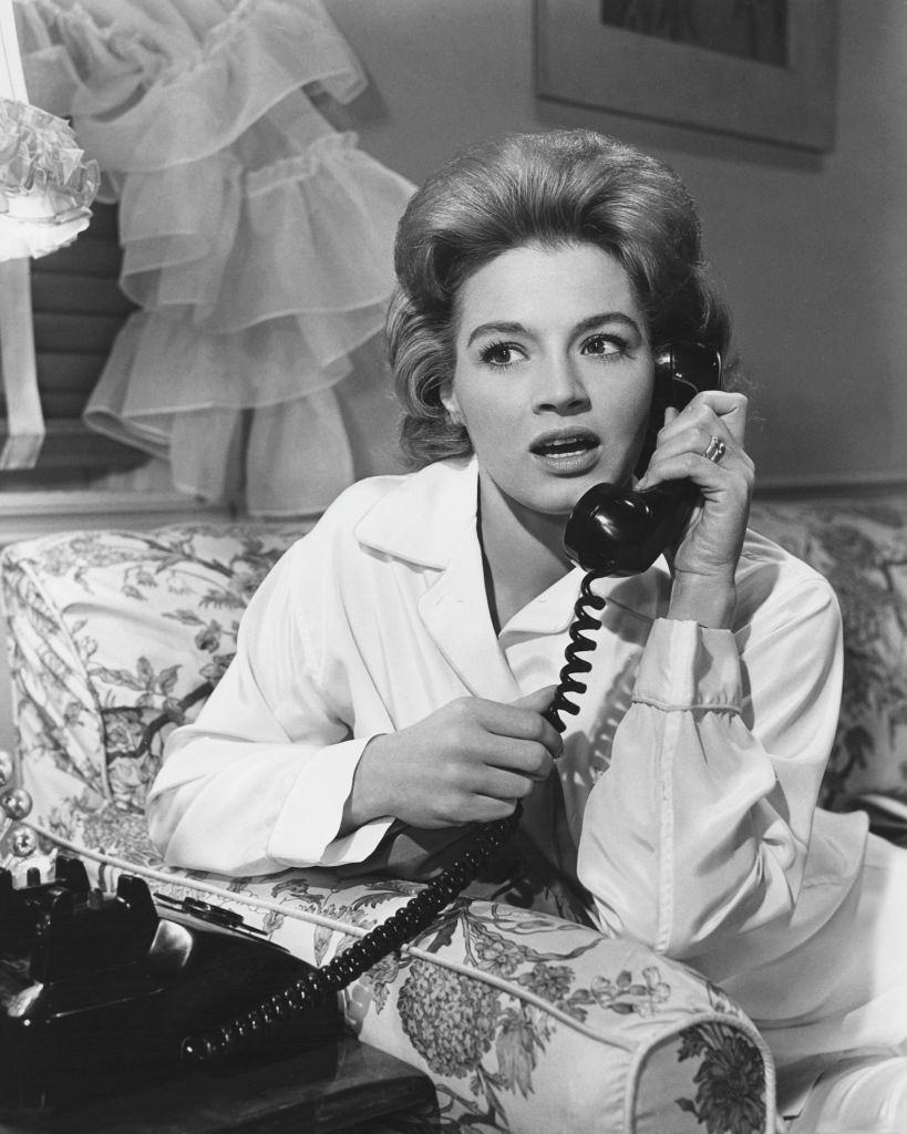 Angie Dickinson as Beatrice Ocean in the film 'Ocean's Eleven', 1960.