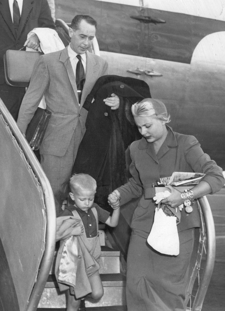 Barbara Payton with Franchot Tone and her son, 1951.