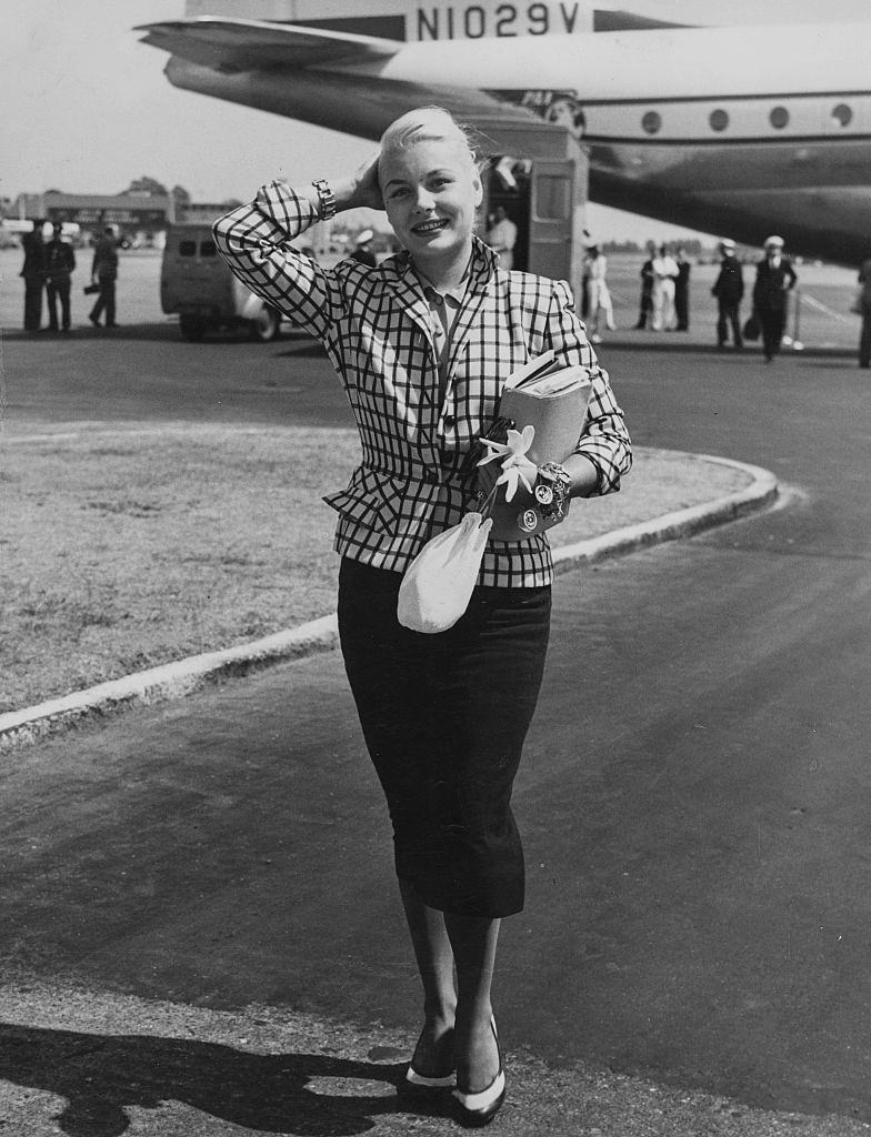 Barbara Payton arriving to start filming 'Foursided Triangle' in Britain, 1952.