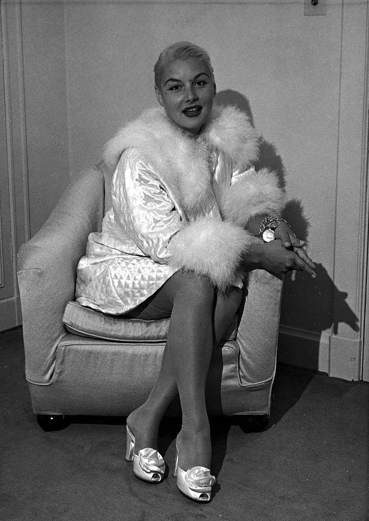 Barbara Payton in her hotel room in London. 25th July 1952.