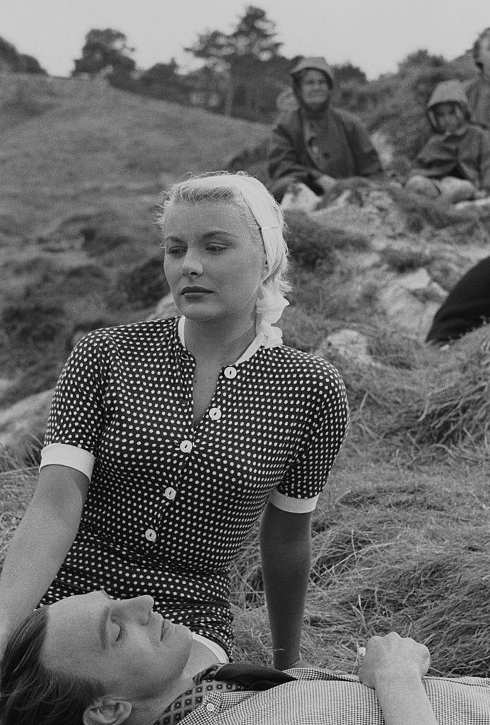 Barbara Payton  with her leading man Stephen Murrayduring filming of 'The Four Sided Triangle', 1952.