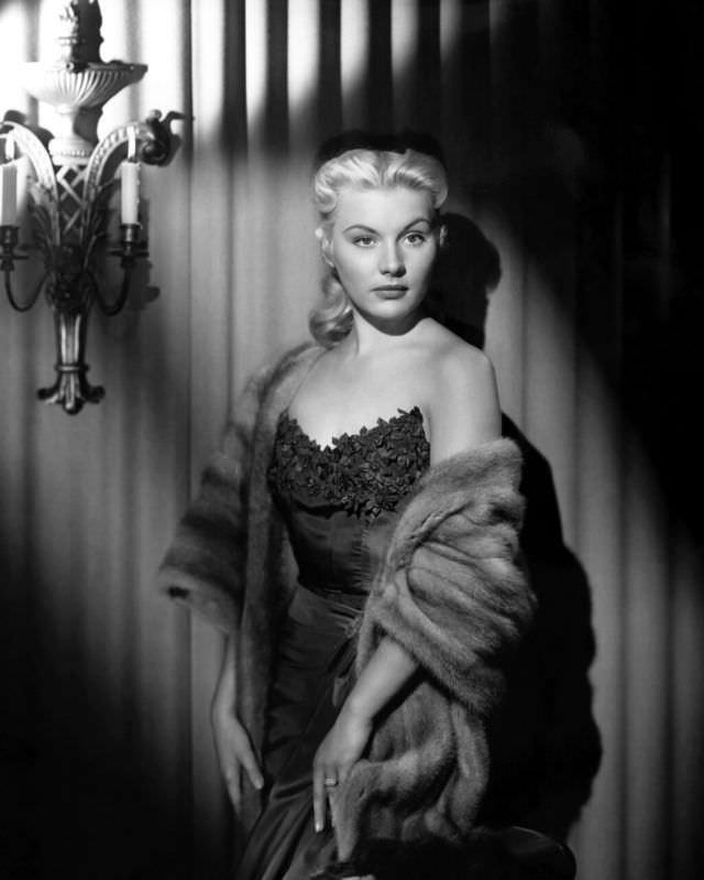 Barbara Payton during a photoshoot, 1950.