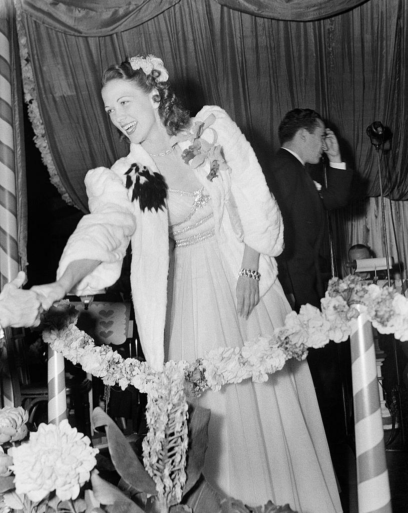 Eleanor Powell greets fans during an event in Los Angeles, 1940.