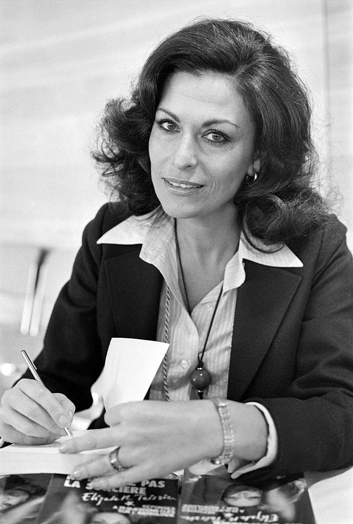 Elizabeth Teissier during a charity book fair for the cancer research, 1979.