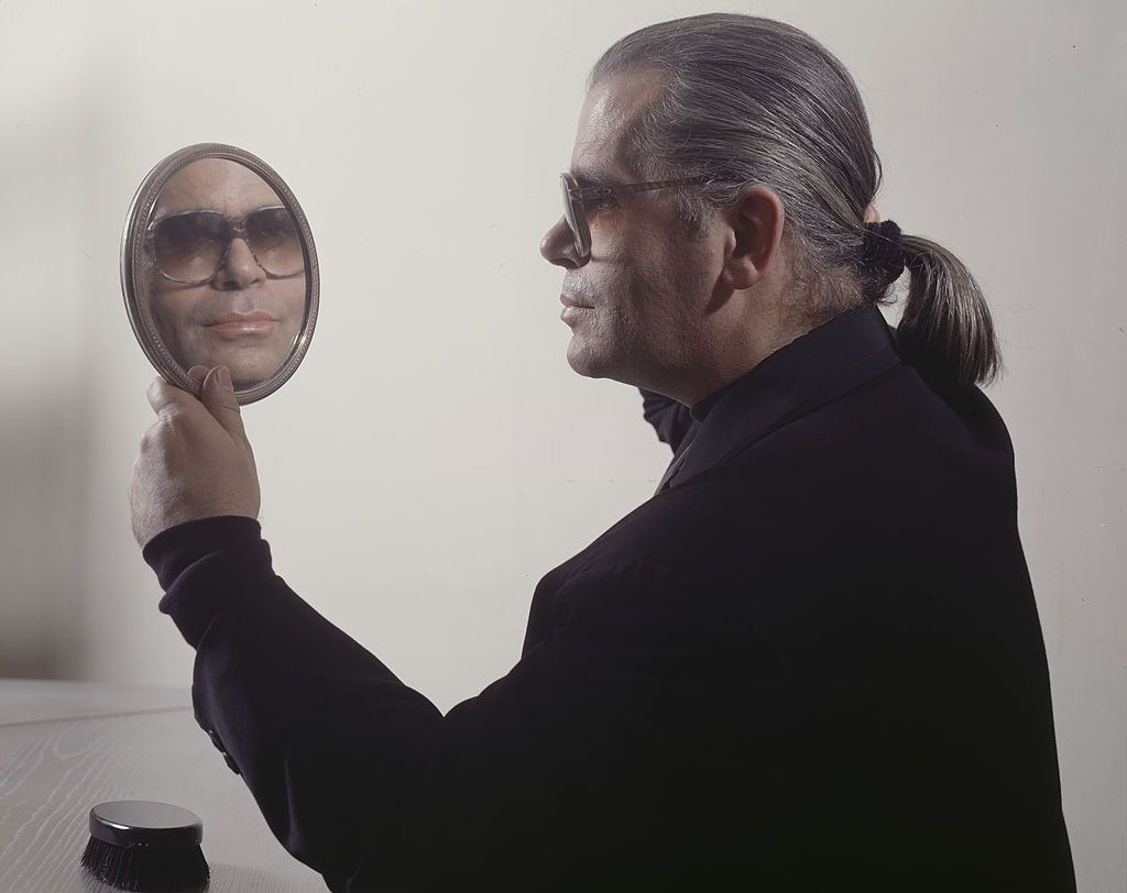 Karl Lagerfeld holding a mirror, 1982.