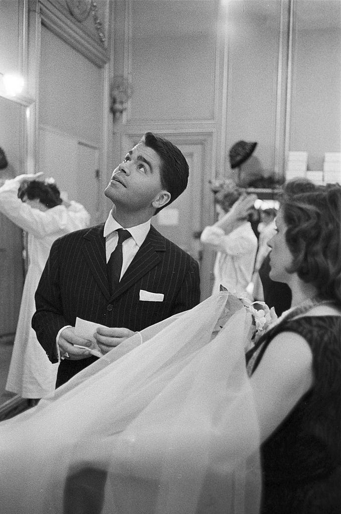 Karl Lagerfeld settles the last details on the veil presented to him by an employee, 1959.