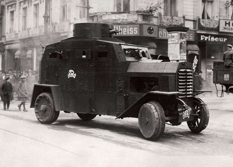 Wilhelmstrasse panzer car with soldiers of the 'Kappisten', Berlin