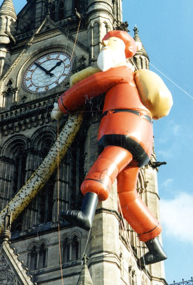 Santa on Manchester Town Hall, 1986