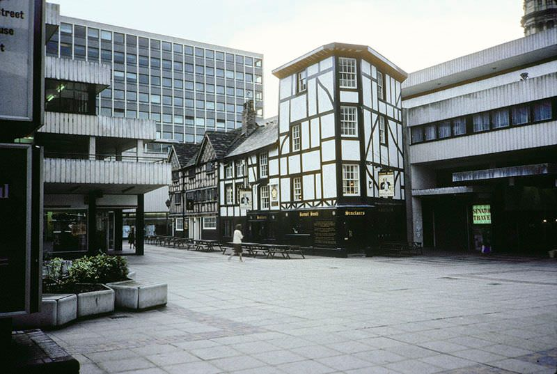 The Wellington Inn and Sinclair's Oyster Bar in Shambles Square, 1983