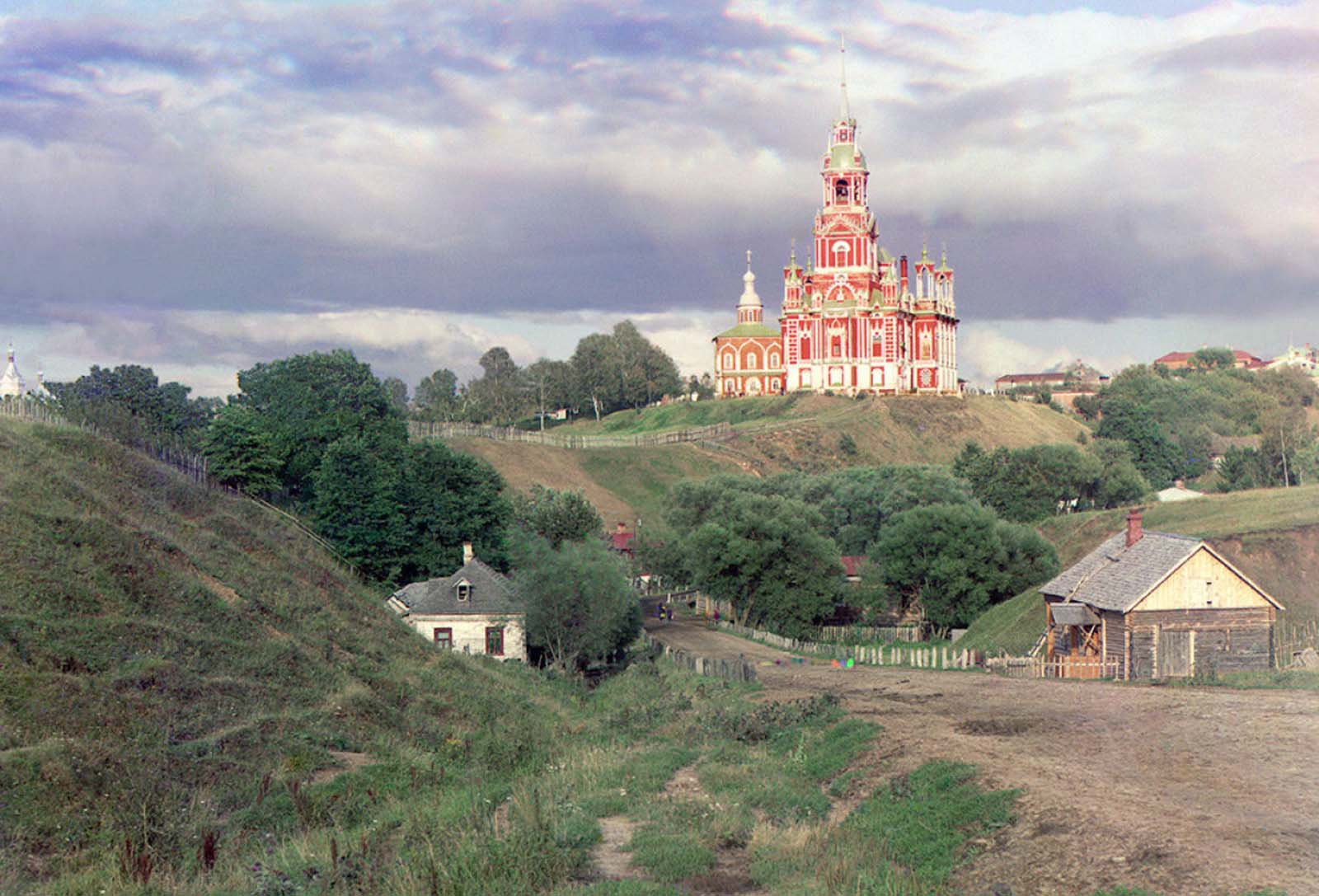 General view of the Nikolaevskii Cathedral from the southwest in Mozhaisk in 1911.