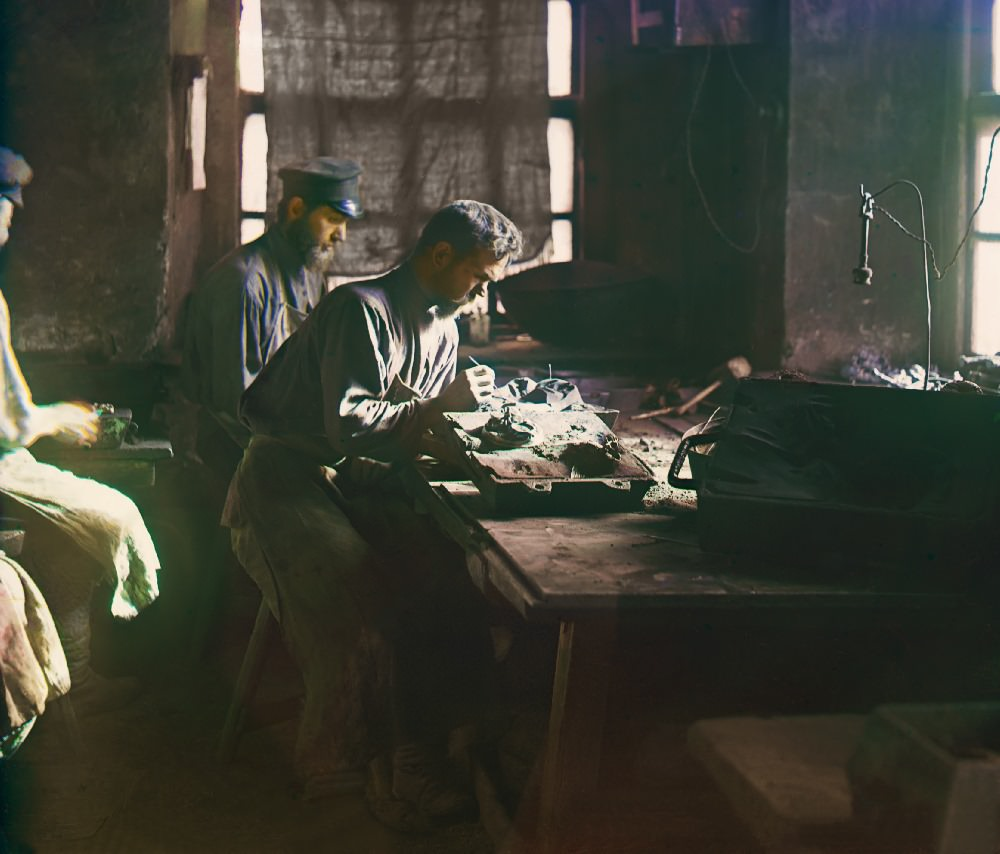 """Molding of an artistic casting (Kasli Iron Works), 1910. From the album """"Views in the Ural Mountains, a survey of an industrial area, Russian Empire""""."""