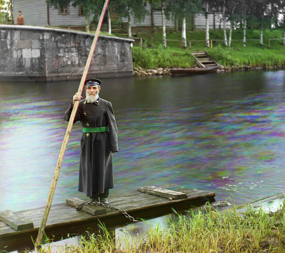 An eighty-four years old supervisor of Chernigov floodgate with sixty-six years of service, 1909