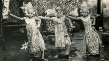 Balinese dancers early 20th century