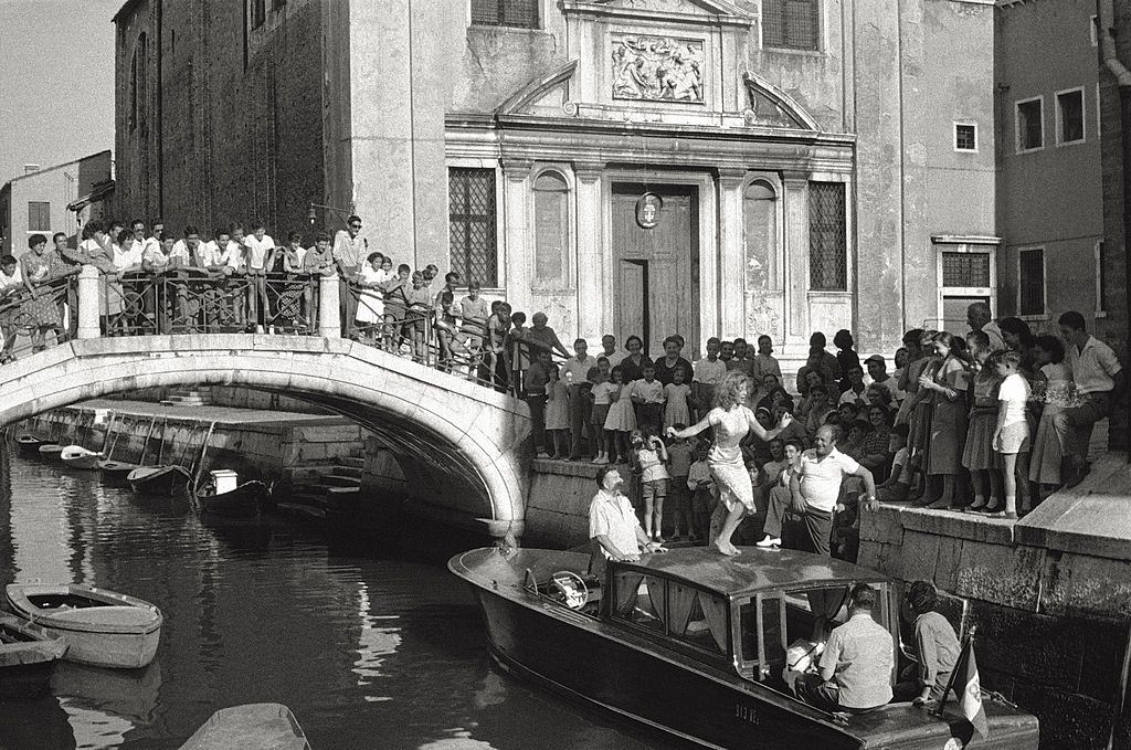The actress Rossana Podestà wearing a swimsuit, on a rowing boat in Venice, during the 17th Venice Intenational Film Festival. Venice , 1956.