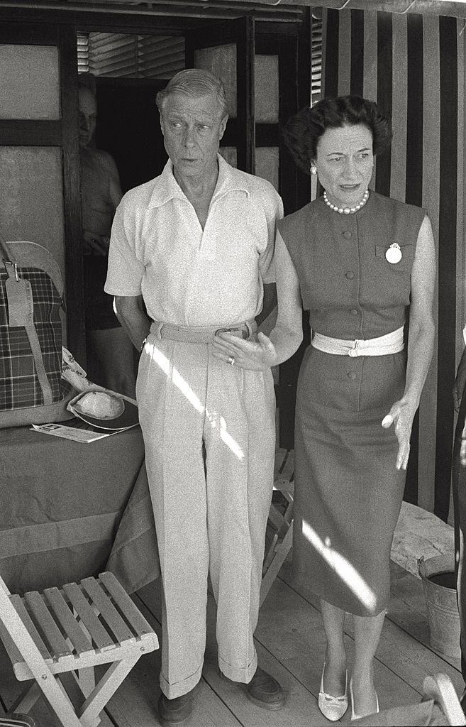 Edward VIII Windsor and Wallis Simpson, the Duke and Duchess of Windsor, on beach, during the 17th Venice Intenational Film Festival.