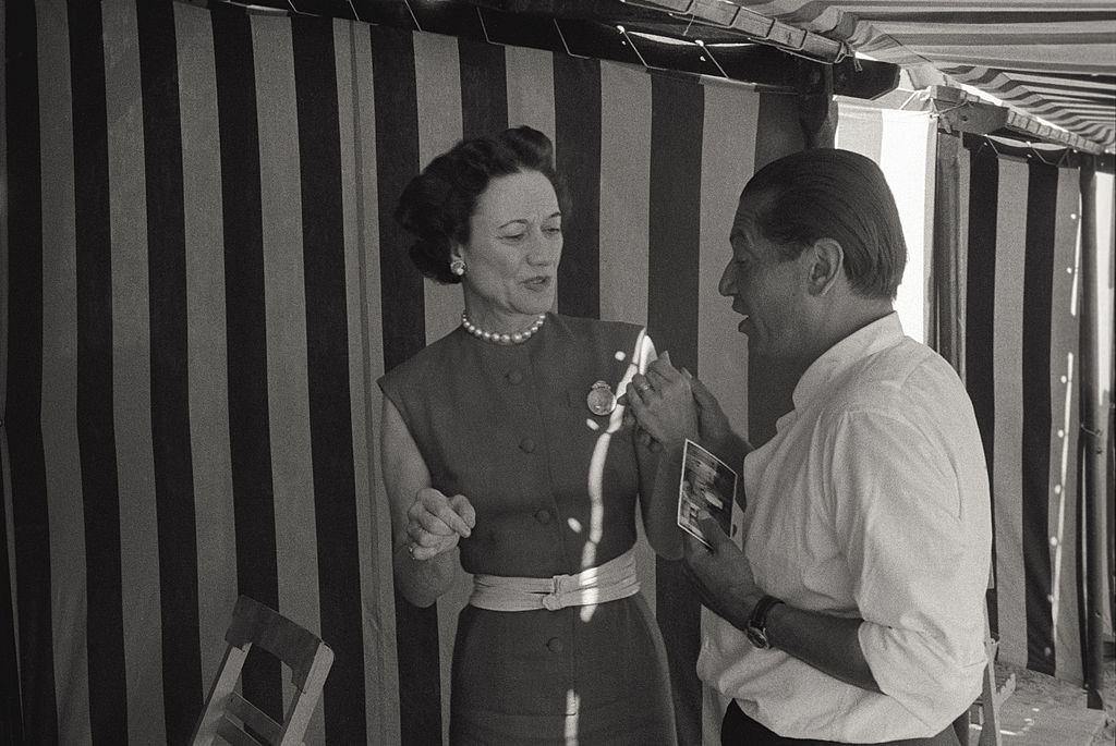 Wallis Simpson, wife of Edward VIII Windsor and Duchess of Windsor, making conversation on beach, during the 17th Venice Intenational Film Festival.