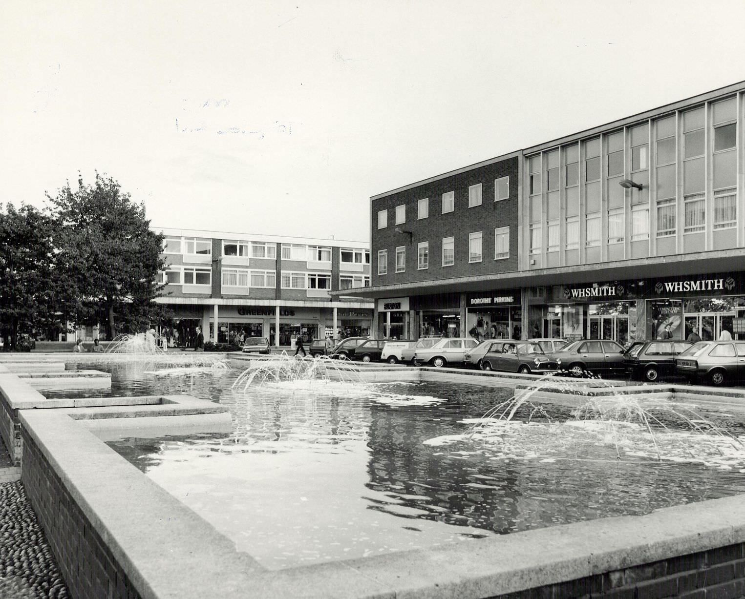 Mell Square in Solihull, with the fountains in the middle. 17th October 1984.