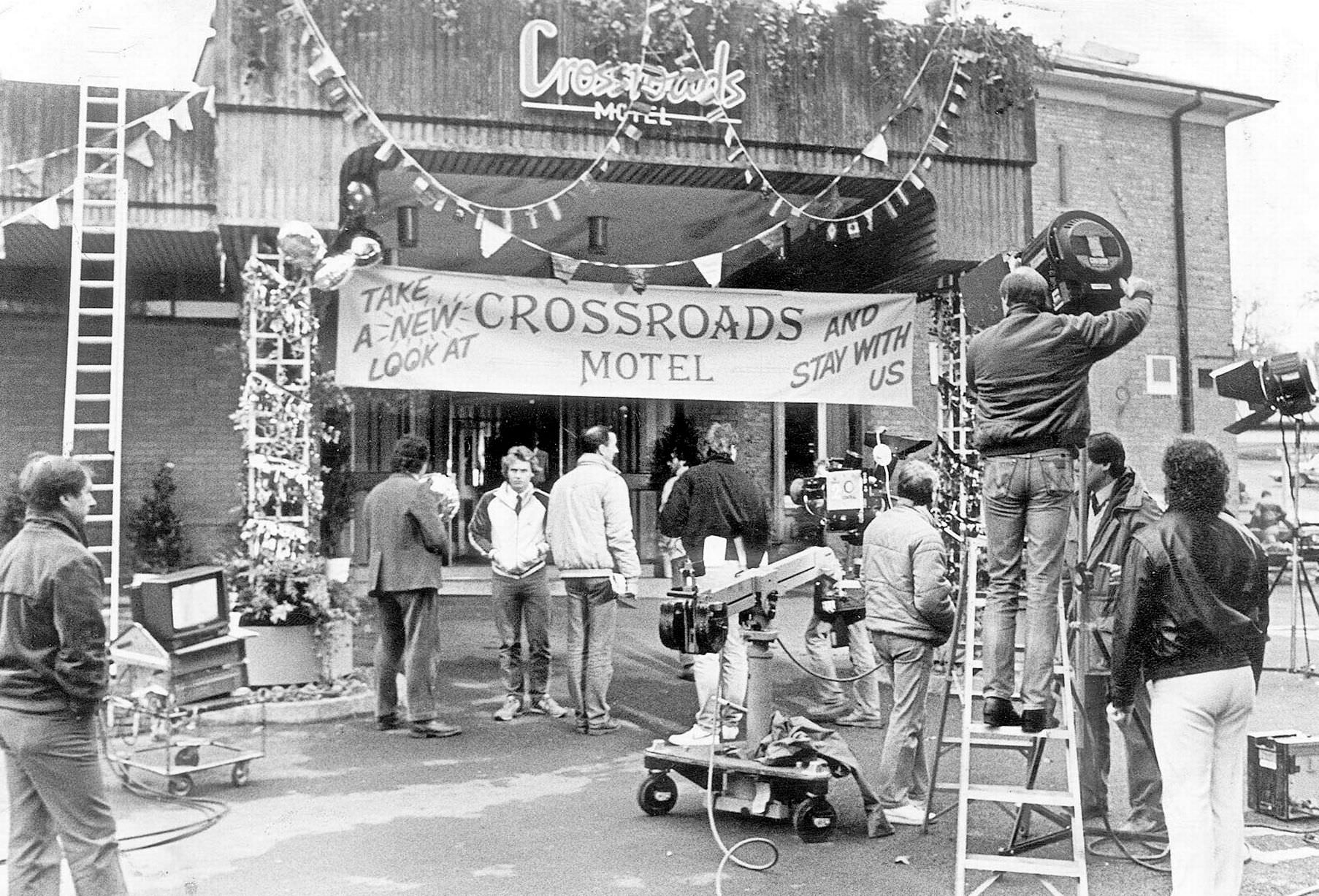 Penns Hall Hotel in Penns Lane, Walmley, being set up as the Crossroads Motel for filming, 24th May 1985.