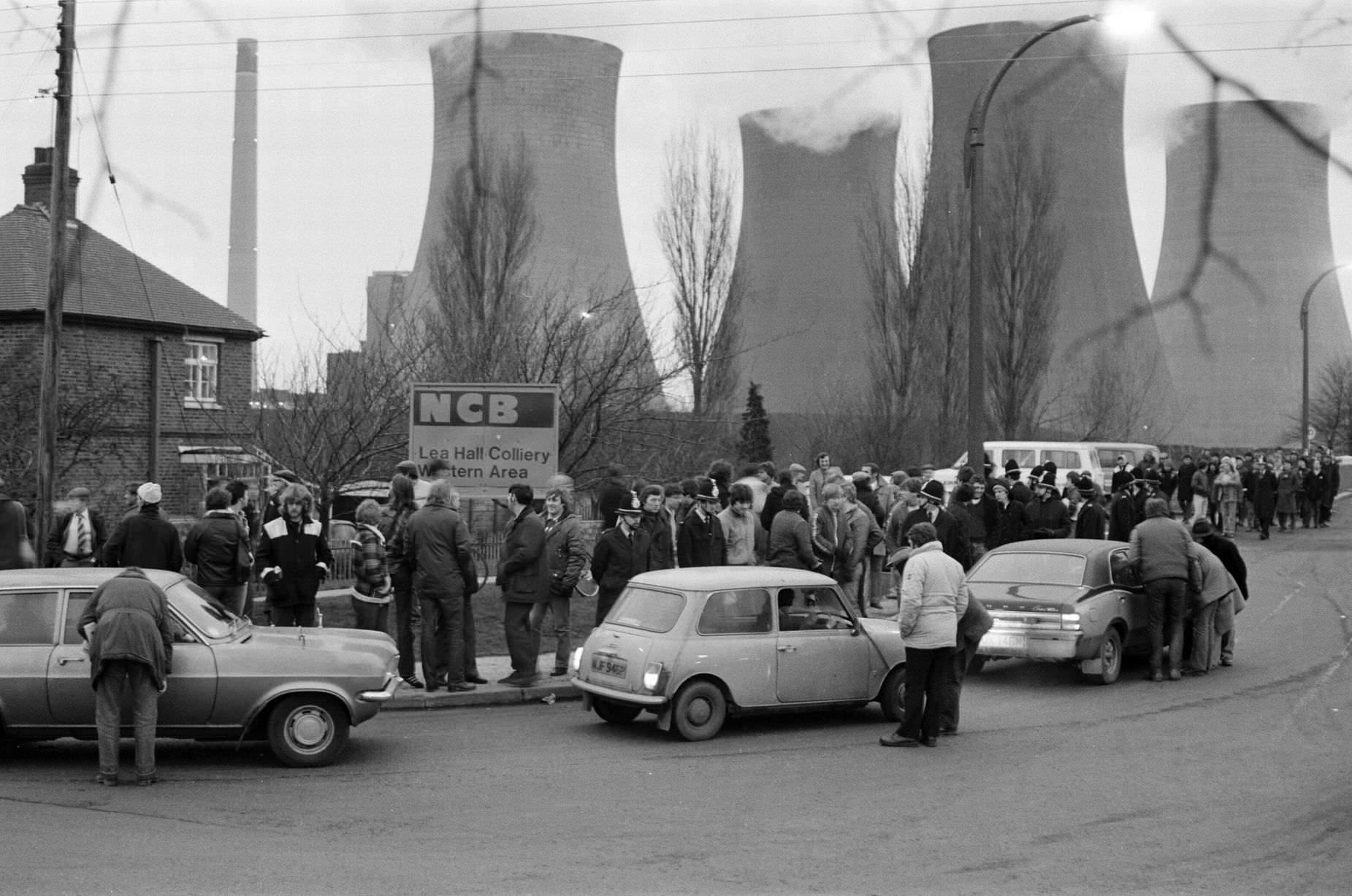 Pickets at Lea Hall Colliery, Rugeley, Staffordshire, Friday 16th March 1984.