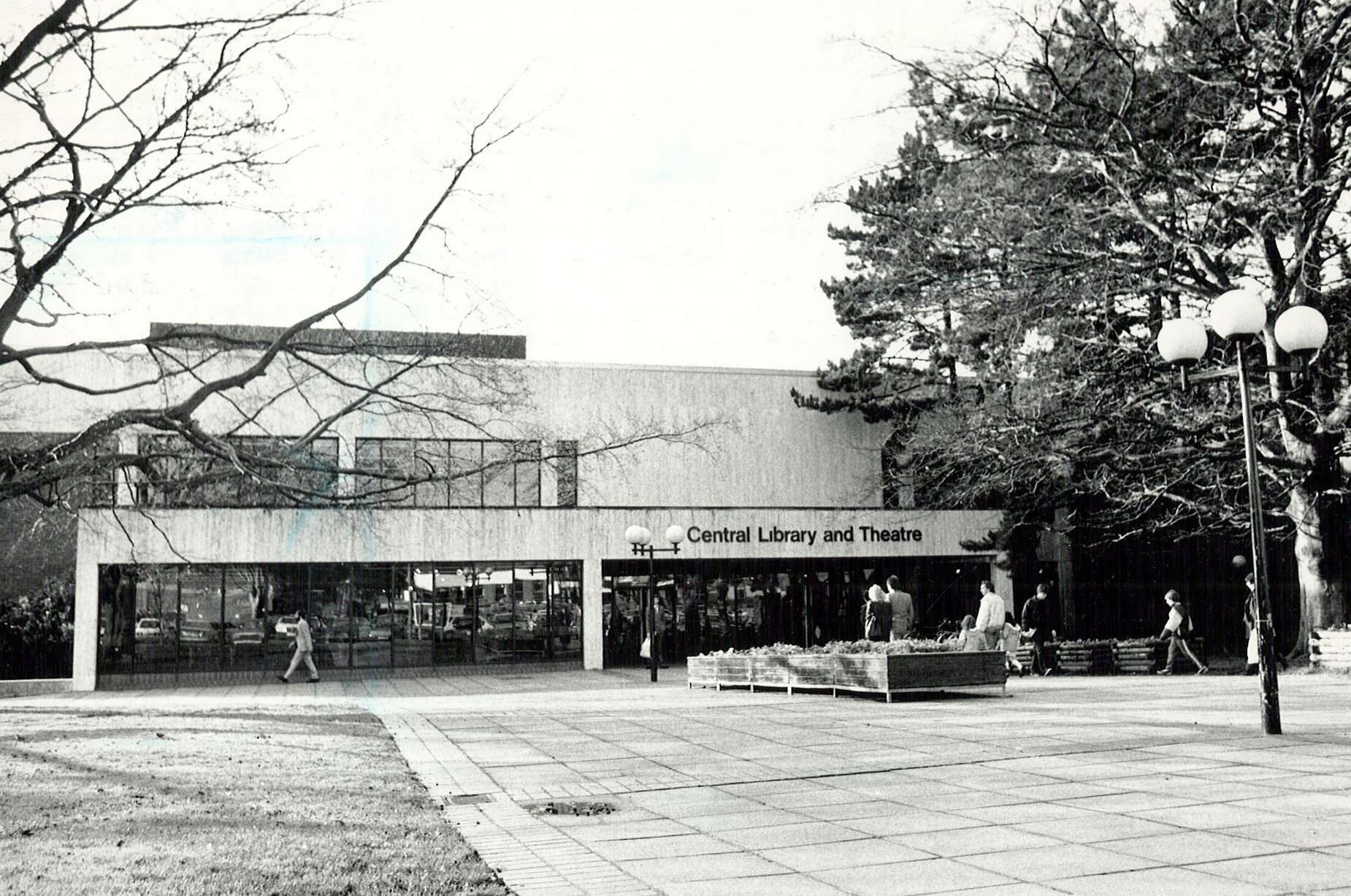 Solihull Central Library and Theatre before Touchwood encased it, 31st December 1987.