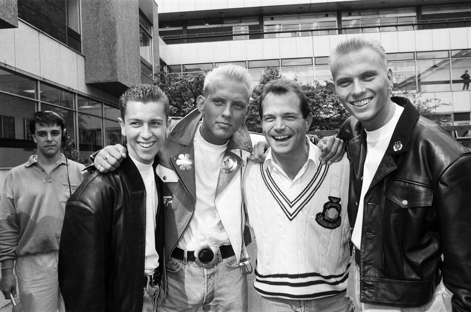 Bros at BBC's Pebble Mill Studios, to launch Radio One's new frequency, 1st September 1988.