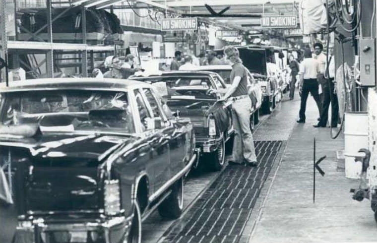1977 Lincoln Continental and Mark V assembly line