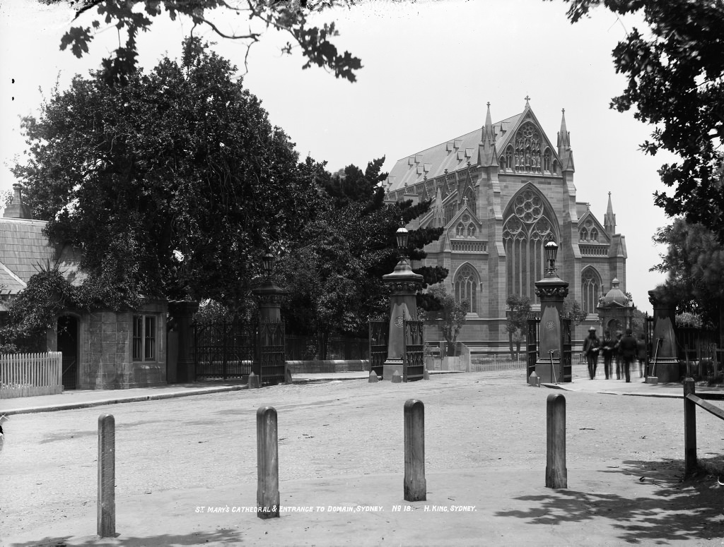 St Mary's Cathedral and entrance to Domain